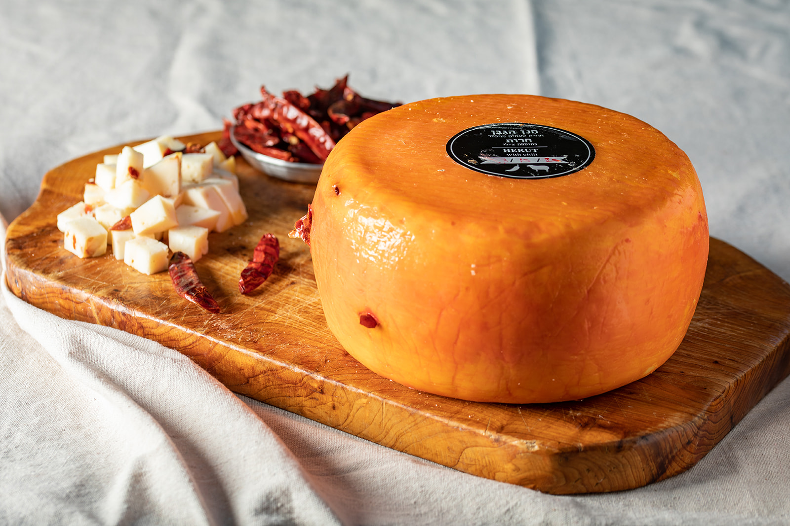 חריץ גבינת חרות בסגנון גאודה בתוספת צ'ילי מחלב כבשים