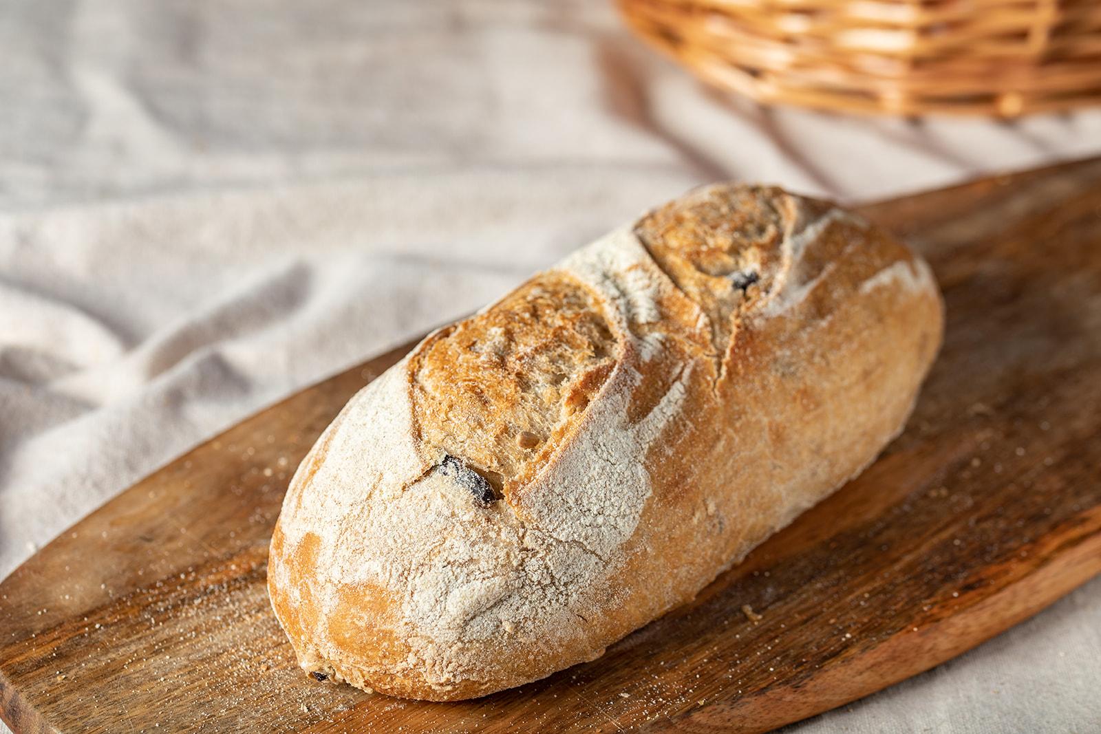 לחם מחמצת בתוספת זיתי קלמטה