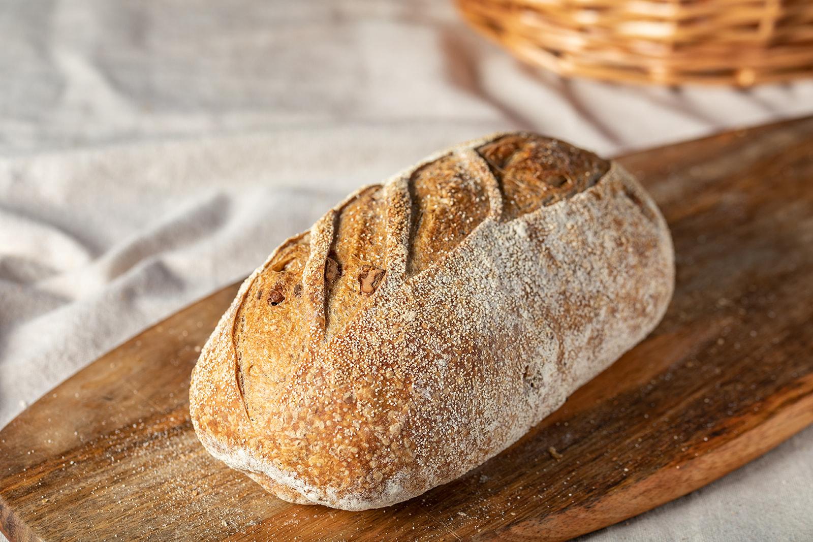 לחם מחמצת בתוספת אגוזים
