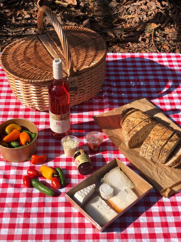Classic Picnic Basket with Galil Mountain Rosé wine for two