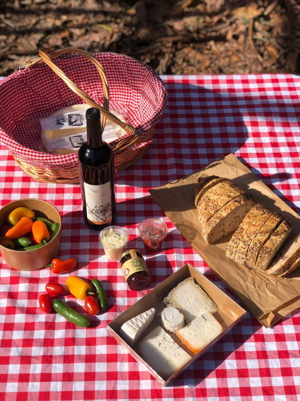 Open Picnic Basket with Yarden Sauvignon Blanc wine for two